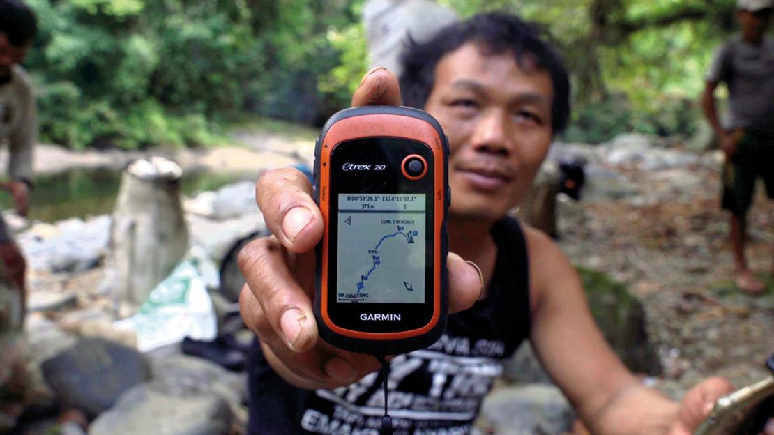 Community mapping in progress in Indonesia. Credit: Agnus McInnes.