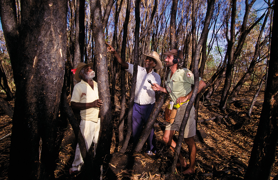 A botanist interviews indigenous Australians. Credit: Bill Bachman.