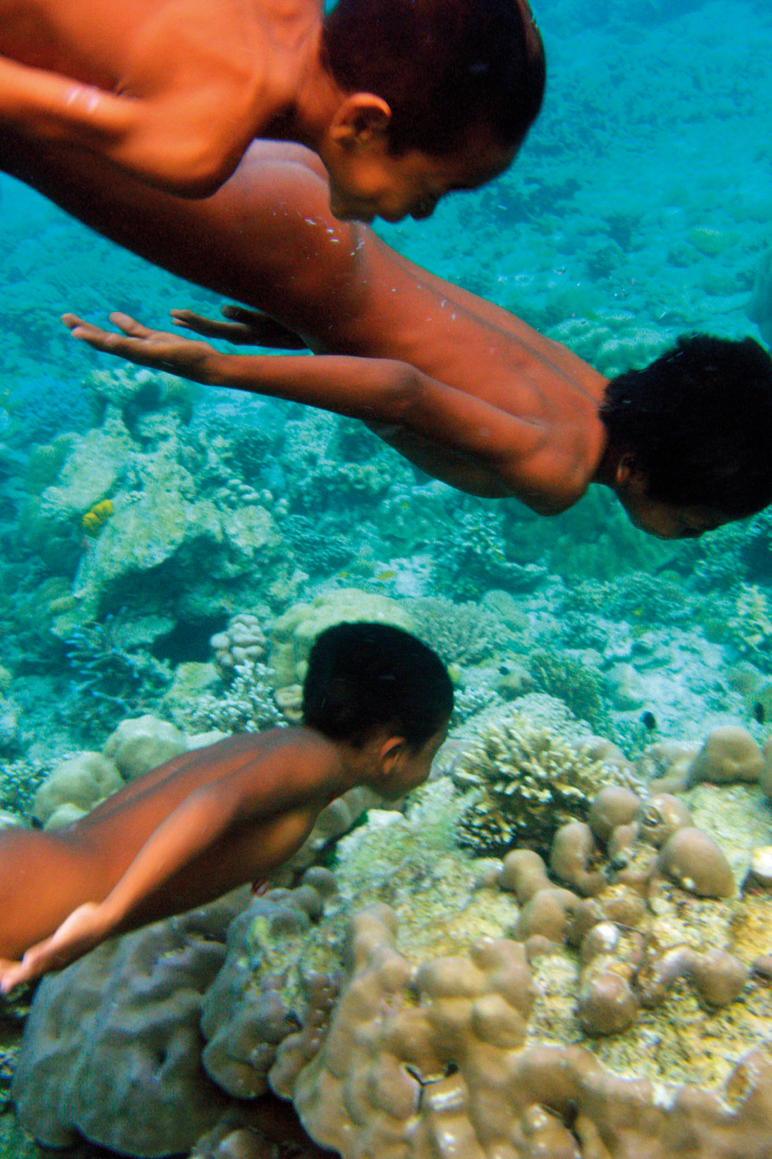 Indigenous Moken children swimming off the coast of Mu Ko Surin island, Thailand. Credit: Andrew Testa.
